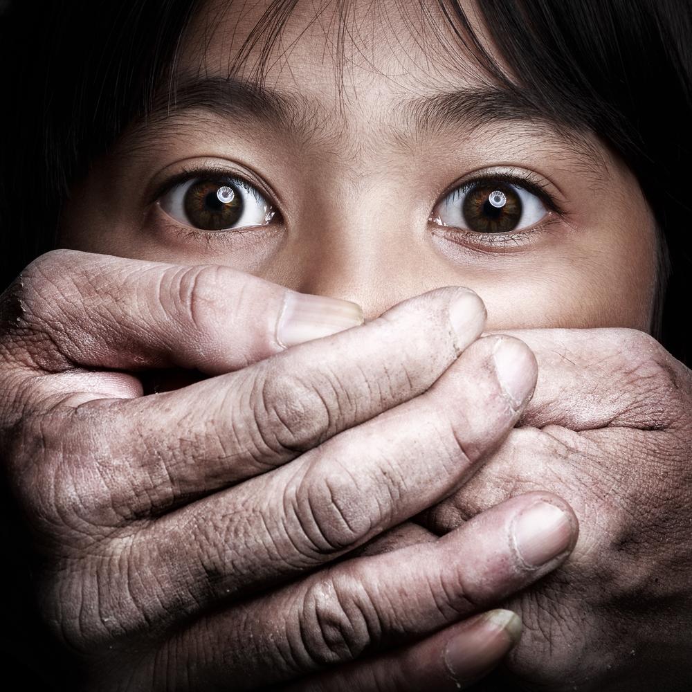 Japonais fille de l'adolescence devient abus dans la